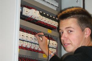 Niels Dhondt Elektrisch bordenbouwer bij J. Ghysel 2011