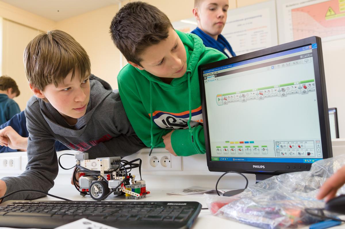 Een brede waaier aan STEM-vakken zorgen voor een brede wetenschappelijke en technologische basis!